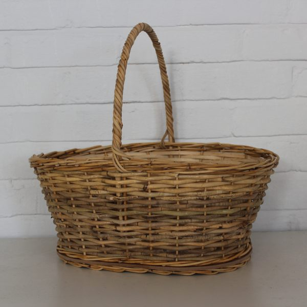 Oval picnic basket